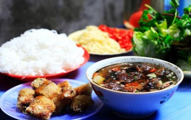 Trải nghiệm ẩm thực đường phố với địa điểm ăn trưa phố cổ Hà Nội