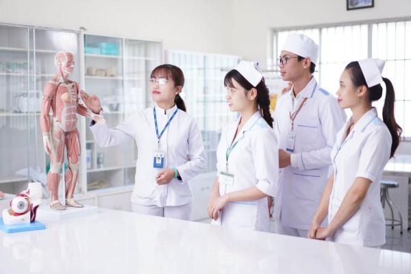 Cử nhân Điều dưỡng học lên Bác sĩ được không?